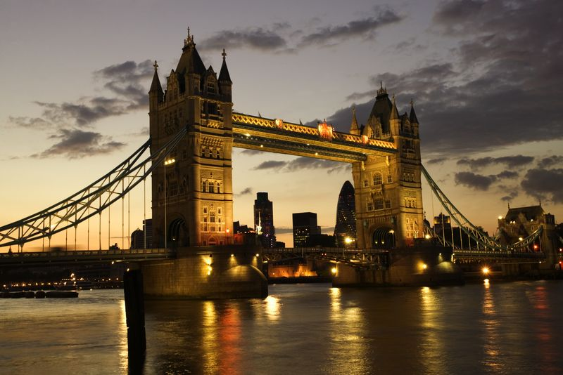 Travel to Britain Surges Into 2014