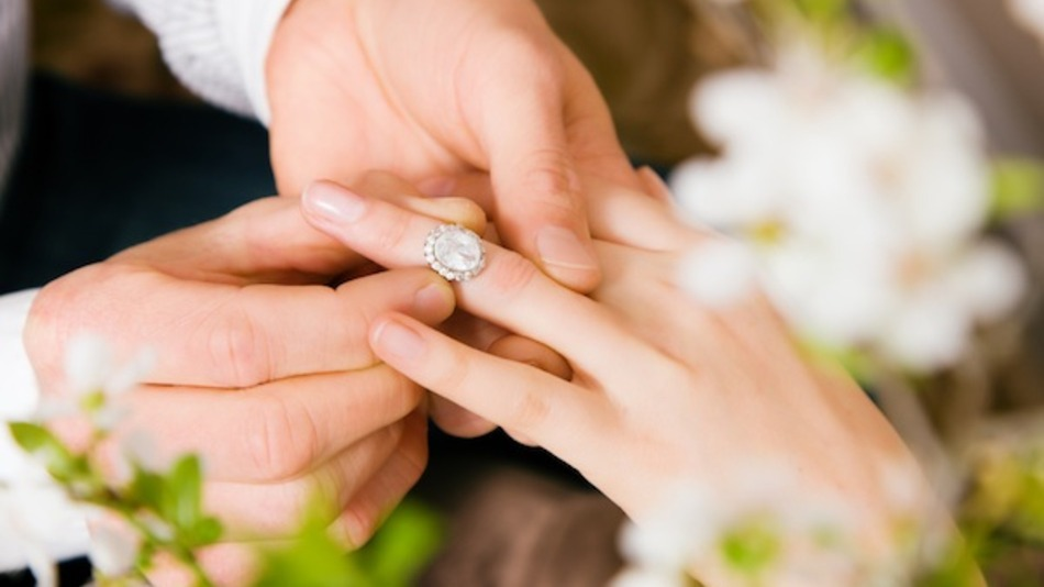facebook-statuses-reveal-top-10-cities-for-getting-engaged-cb16d71359