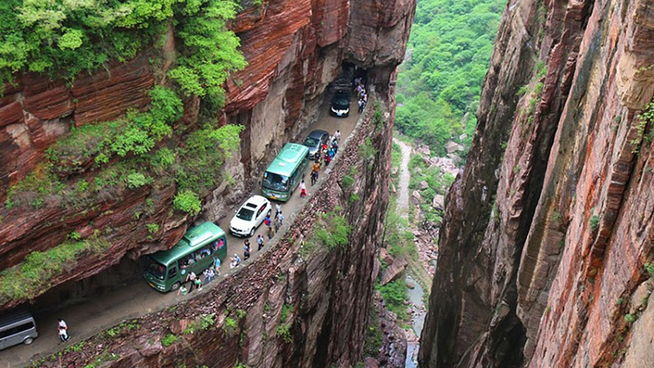 A List Of 6 Dangerous Places Of The World For Driving!