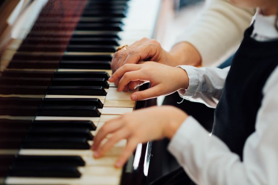 Practical Benefits Of Taking Up Piano Lessons
